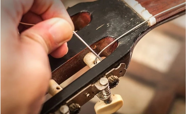 تعویض سیم گیتار