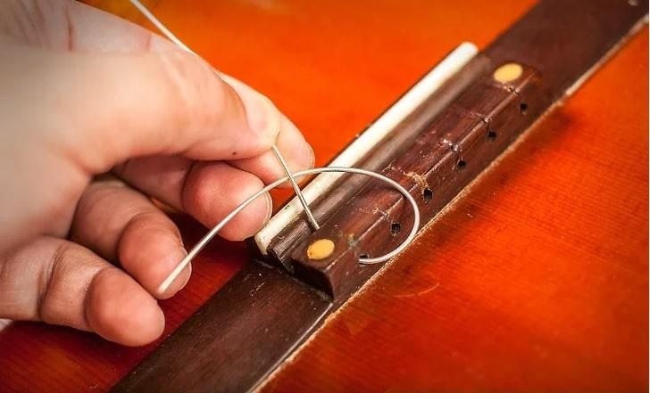 گره زدن سیم گیتار