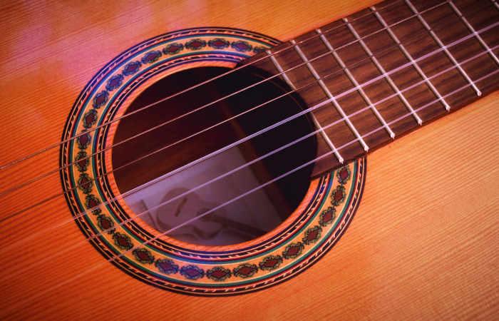 یک نمونه گیتار برای سبک کلاسیک و فلامنکو